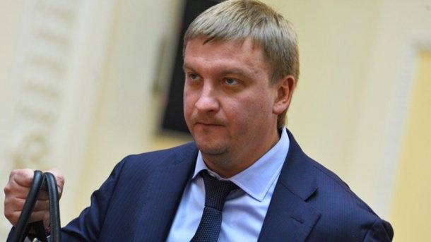 Министр юстиции настаивает на увольнении сразу 800 судей