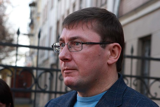 Луценко вместе со следователями изучит материалы по Иловайске