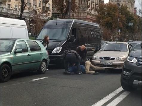 Узаторі наХрещатику побилися водії (ВІДЕО)