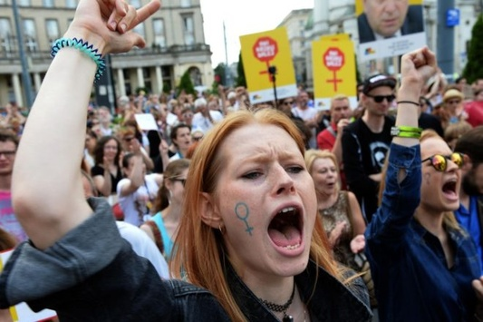 УПольщі - «чорний понеділок»: протестують проти спроб повністю заборонити аборти