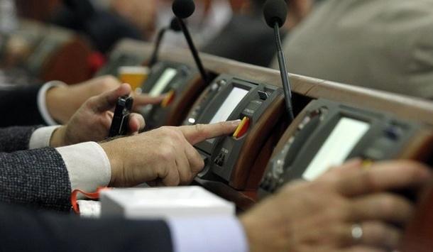 Безстрокові контракти військових: Рада нездолала вето Президента
