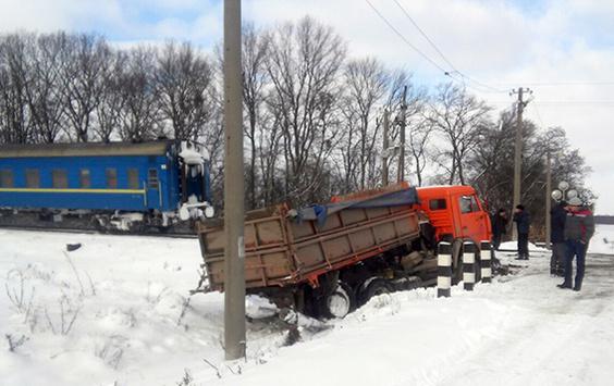 УХмельницькій обл. потяг назалізничному переїзді врізався у«КамАЗ»