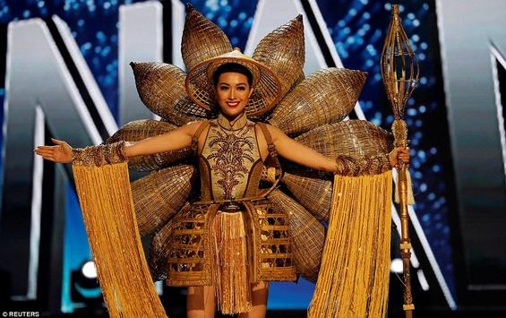 Участницы «Мисс Вселенная-2017» хвастались фигурами в уникальных костюмах