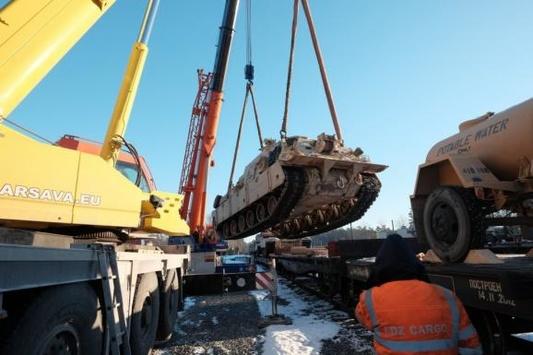 Латвія отримала американські танки для захисту від Росії