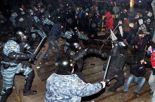Суд дозволив вилучити у Авакова документи про розгін Євромайдану