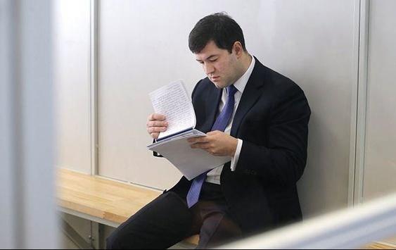 Проти Насірова порушили нову справу. Чиновник покривав торгівлю контрафактними цигарками і горілкою?