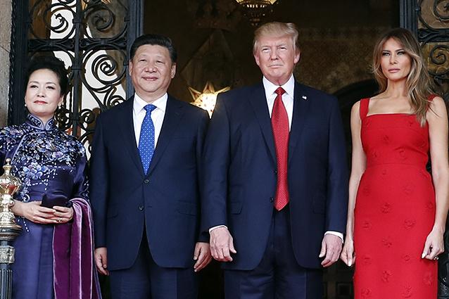 Мелания Трамп надела навстречу скитайским лидером красное одеяние  отValentino