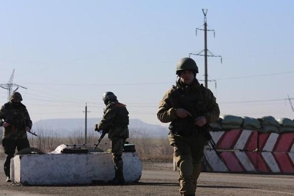 Російські окупанти знов обстріляли пункт пропуску «Мар'їнка»