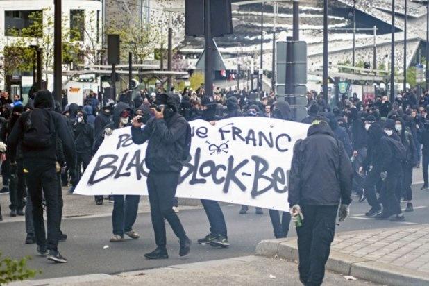 Протести вПарижі проти ЛеПен і фашистів закінчилися сутичками