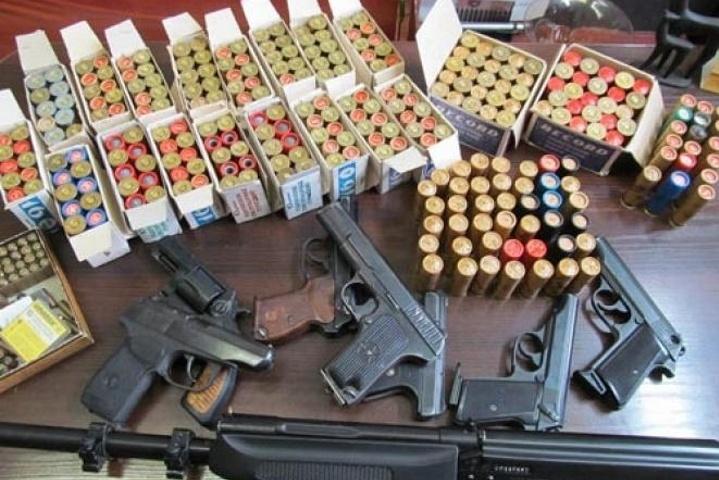Місячник добровільної здачі зброї у Києві. Результати перших двох тижнів вражають