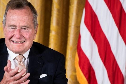ЗМІ: Джорджа Буша госпіталізували узв'язку злегкою формою пневмонії