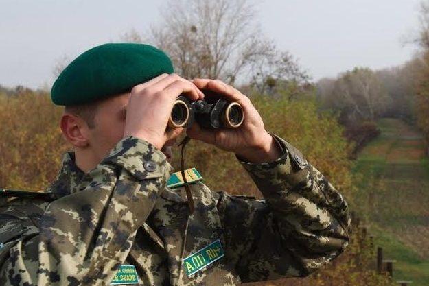 Працівники військкоматів вручатимуть повістки призовникам на кордонах
