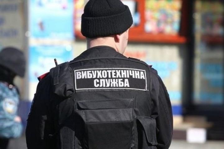 У Франківську через порожню картонну коробку викликали поліцію та евакуювали людей
