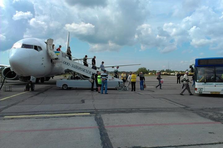 УЗапорізькому аеропорту спростували інформацію про пошкодження літака після посадки