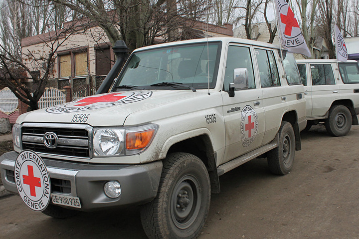 Штаб АТО: Терористи обстріляли працівників місії Червоного Хреста