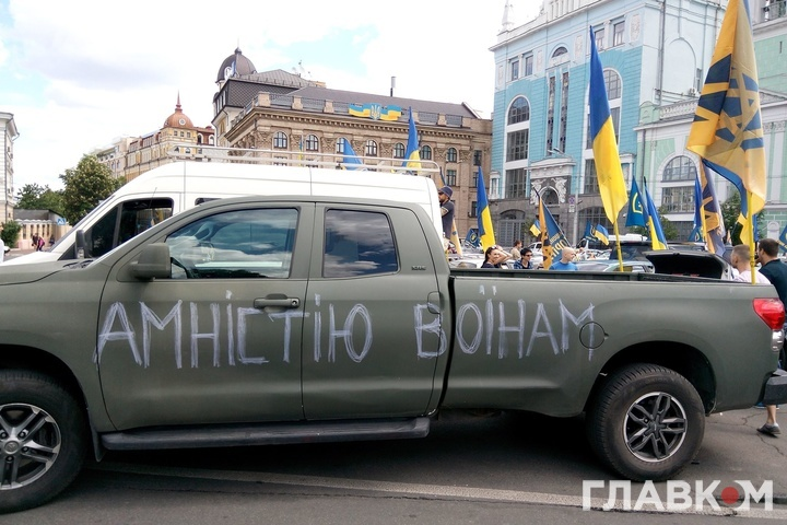 Близько 200 націоналістів вирушили автоколоною домаєтку Порошенка
