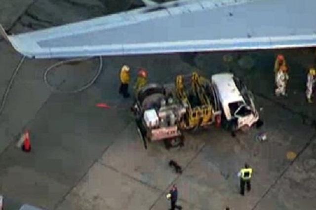Ваеропорту Лос-Анджелеса літак зачепив крилом авто, вісім людей поранено