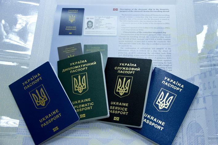 В уряді вирішать, як забезпечити новими паспортами жителів окупованого Донбасу