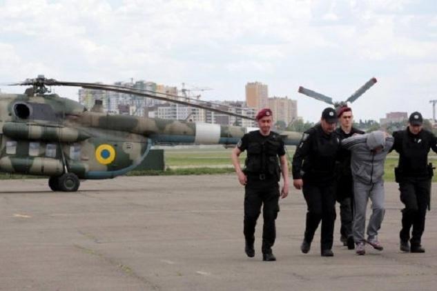 МВС доповідає: половину податківців Клименка відпустили