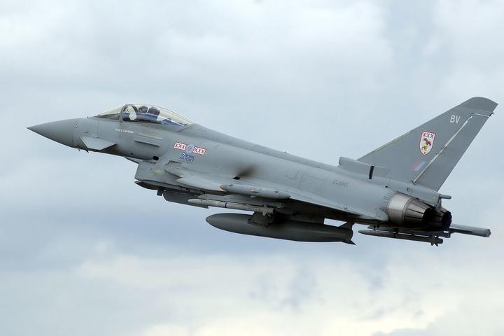 Британські винищувачі підняли потривозі, щоб перехопити російські літаки