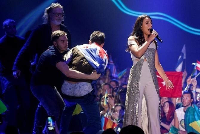 «Він міг мене вдарити»,— Джамала прокоментувала витівку «дупи» на Євробаченні