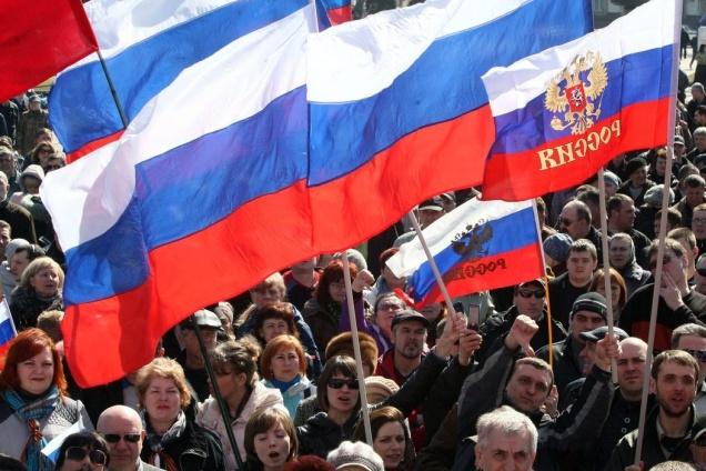 Половина росіян вважають Україну ворогом