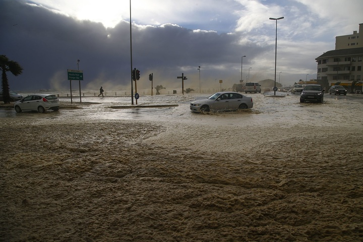 ВАфриці вирує найпотужніший шторм за30 років,є загиблі