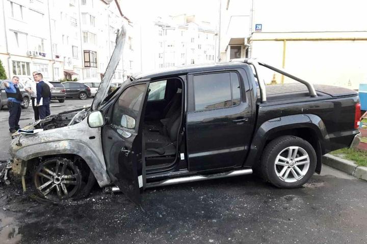 УЛуцьку згорів автомобіль нардепа Ігоря Лапіна