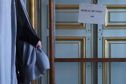 УФранції проходить перший тур парламентських виборів