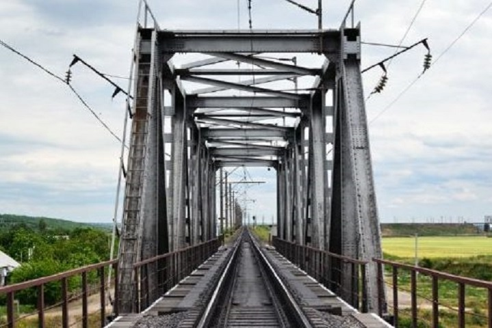 УЛьвові підліток впав ззалізничного мосту