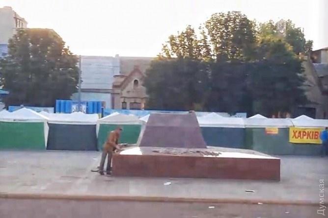 ВПодільську наОдещині демонтували пам'ятник «червоному» командиру Котовському