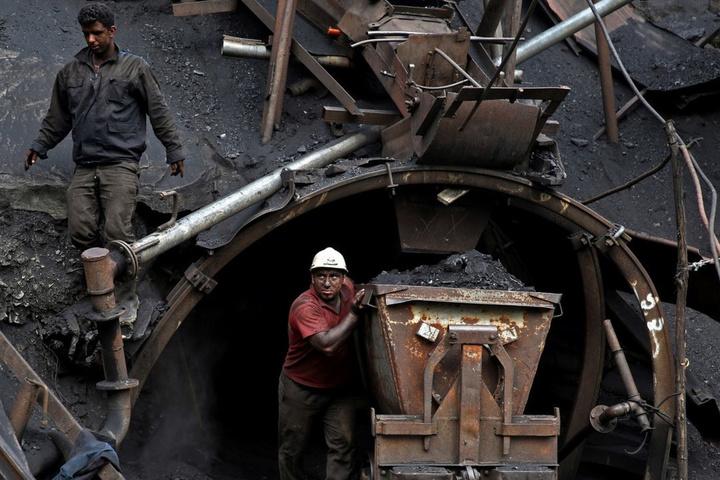 На шахті «Новодонецька» стався спалах метану, четверо гірників отримали опіки
