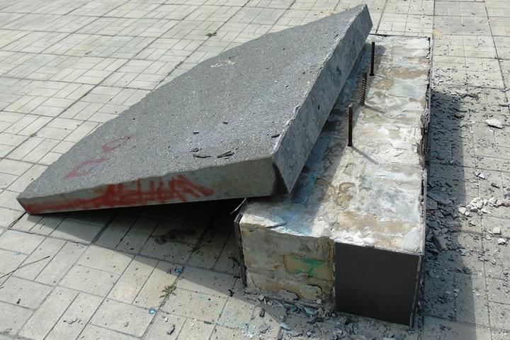 Уприфронтовому місті познущалися над пам'ятником воїнам АТО: опубліковано фото