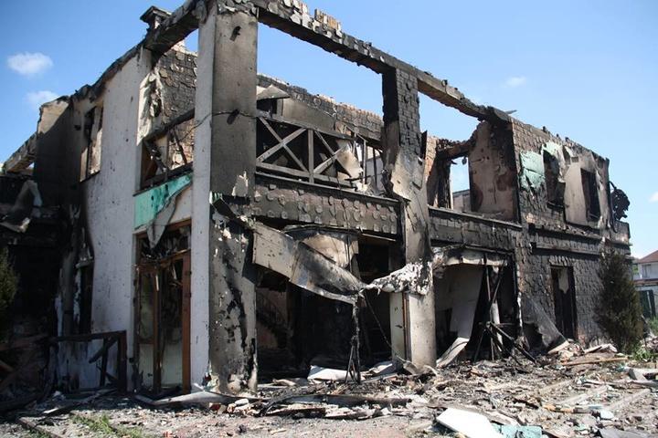 Бойовики «накрили» Бердянське із забороненої зброї: Горить житловий будинок