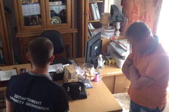 На Хмельниччині затримали чиновника облради на хабарі $50 тисяч