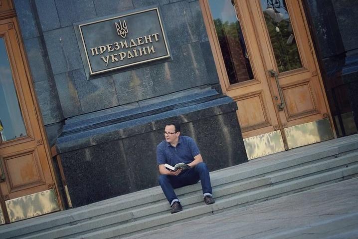 <span>Олег Березюк голодує під вікнами президента</span>