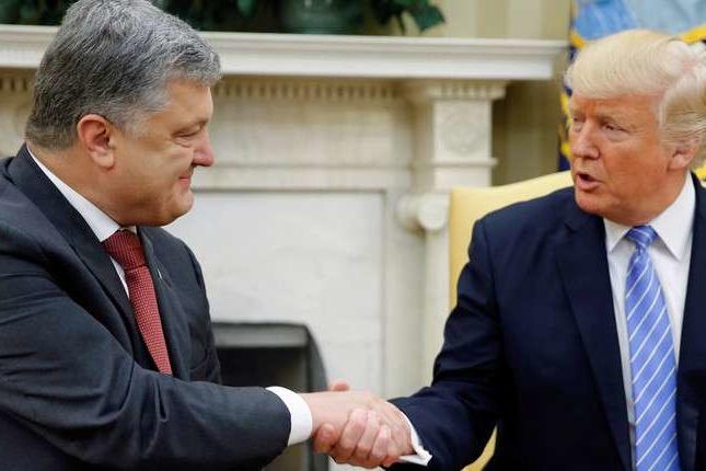 Порошенко розказав про рукостискання із Трампом