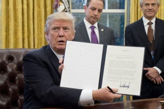 Суд уСША частково розблокував міграційні укази Трампа