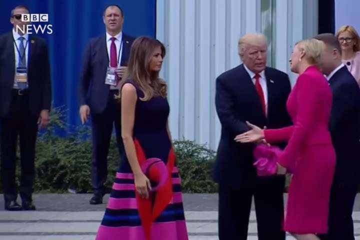 Трампу знову відмовили. Перша леді Польщі проігнорувала простягнуту їй руку