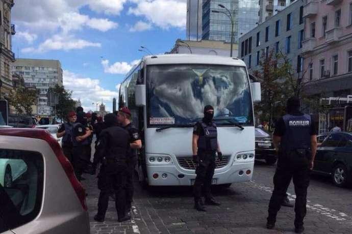 УКиєві біля одного зпосольств поліція затримала групу провокаторів