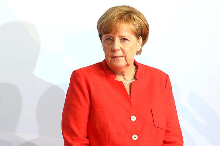 Канцлер ФРН хоче провести розмову Меркель-Макрон-Порошенко-Путін