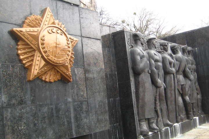Частину монумента Слави уЛьвові демонтують