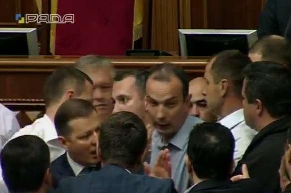 Ляшко і Соболєв влаштували бійку натрибуні Ради