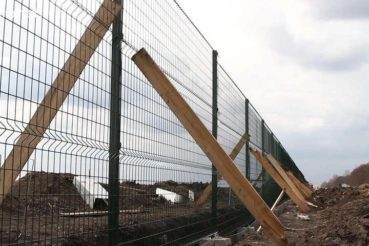 При будівництві «Стіни» розтратили і привласнили 100 млн грн— ГПУ