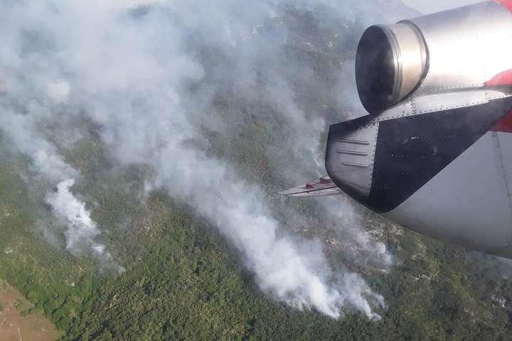 Пожежний літак ДСНС скинув понад 350 тонн води напалаючі ліси Чорногорії