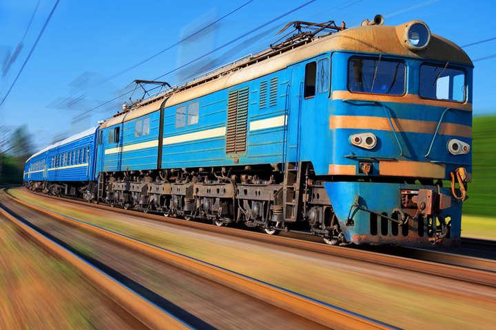 Потяг наКиївщині збив насмерть жінку внавушниках— «УЗ»