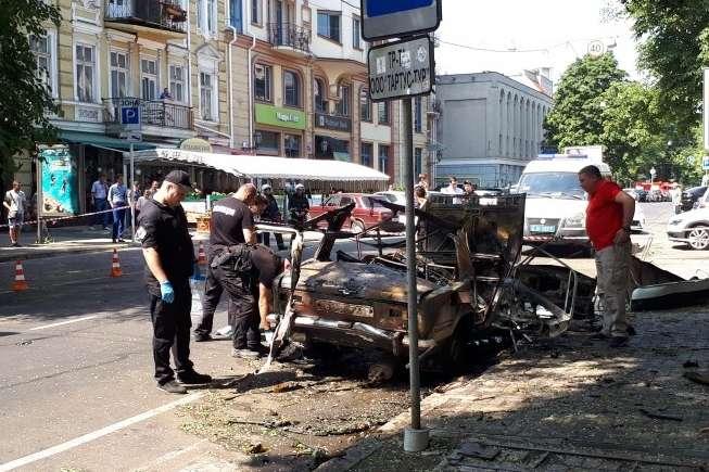 Вавтомобіль, щогорів уцентрі Одеси, була закладена вибухівка— поліція