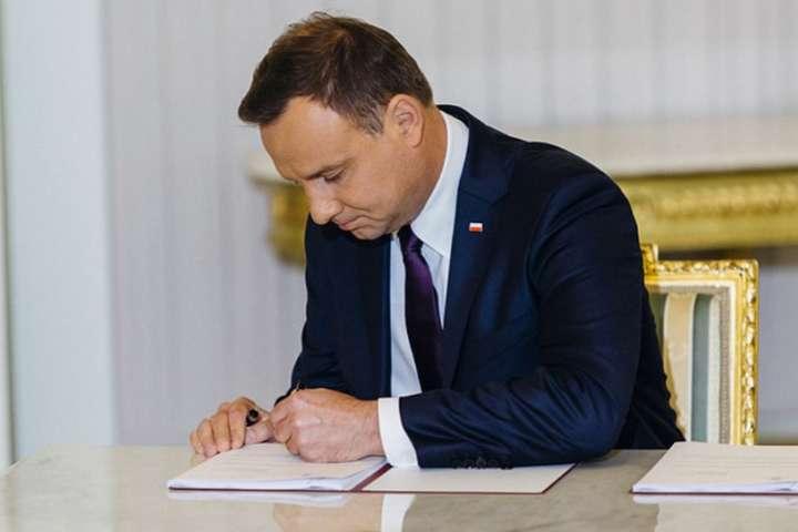 Президент Польщі підписав один зі скандальних законів