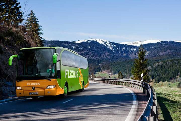 Німецький автобусний гігант відкриває рейси доУкраїни