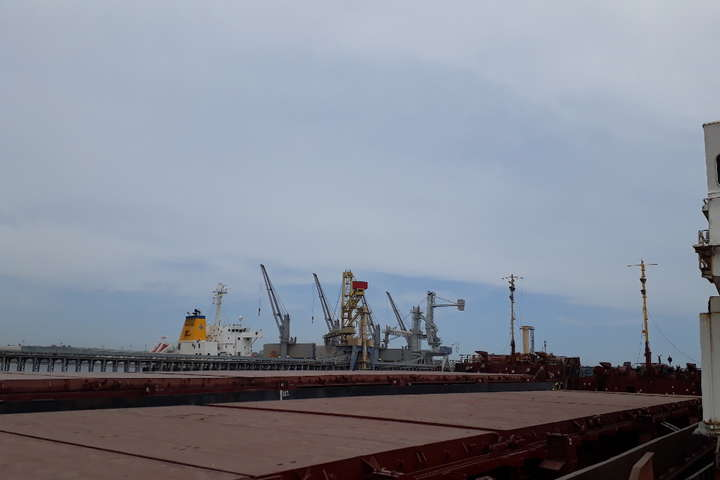 Україна виставила на аукціон арештоване російське судно